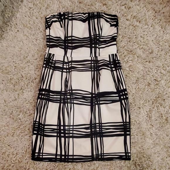 Express Dresses & Skirts - Express black and white strapless mini dress